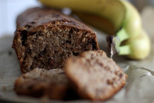 Bananenbrot mit Dinkelmehl & Zartbitterschokolade