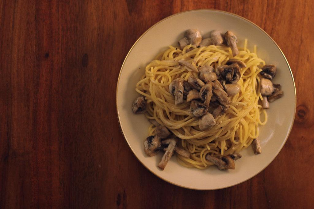 Spaghetti unter einer traumhaften Champignon Rahmsoße