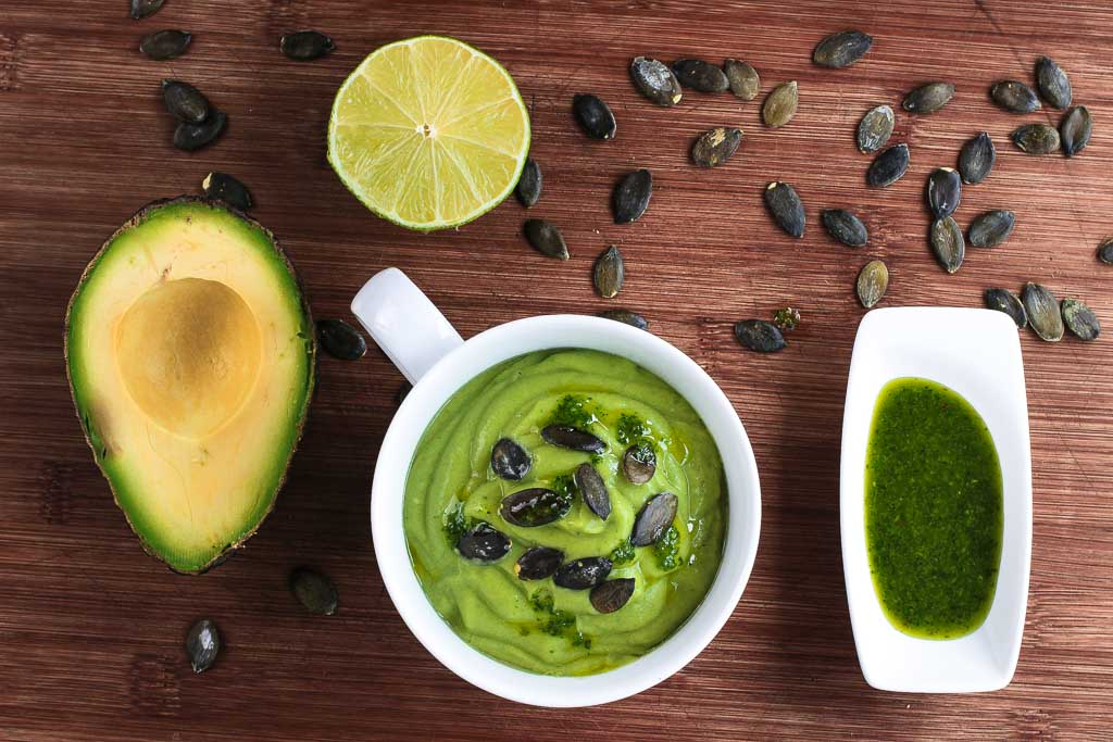 Cremige Avocadosuppe mit Koriander