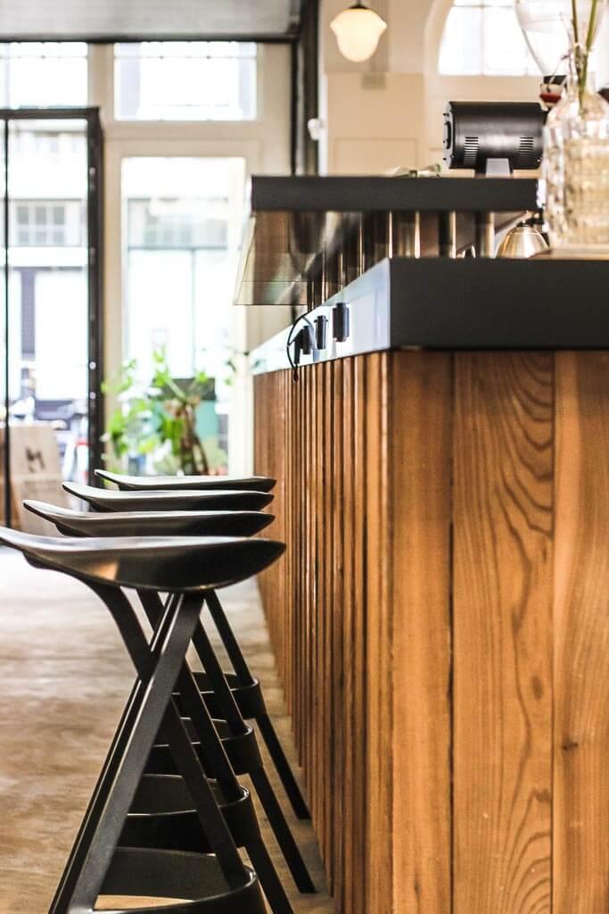 Bocca Coffee Roasters - Blick auf die Theke - Sitzplätze