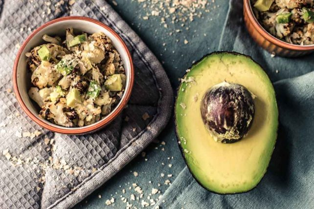 Gerösteter Ofenblumenkohl mit Avocado