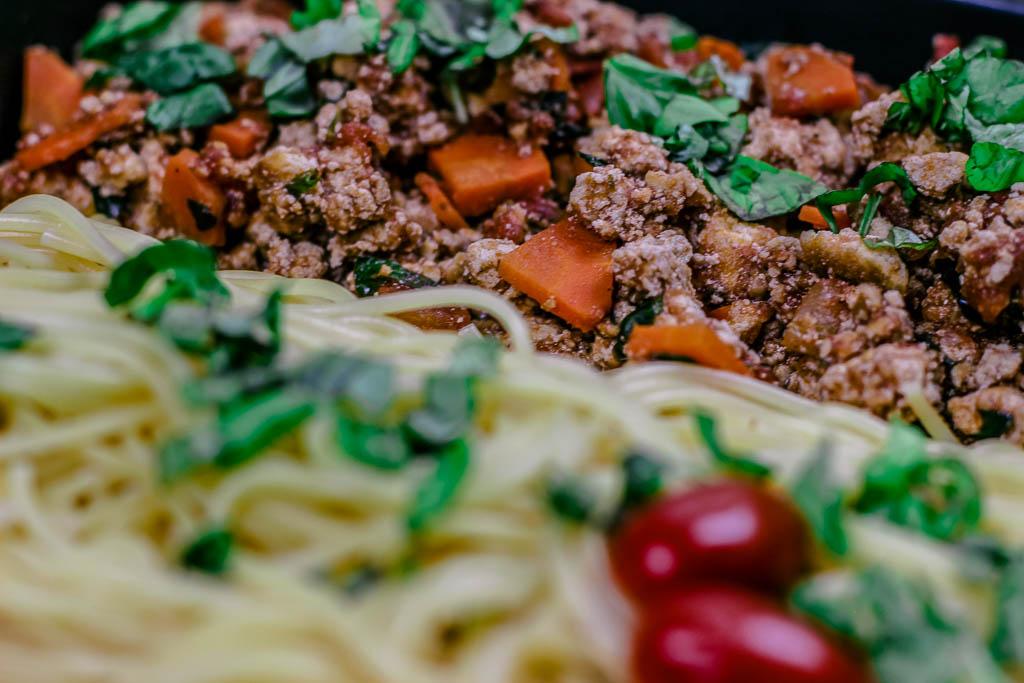 Spaghetti Bolognese con Tofu und Parmesan