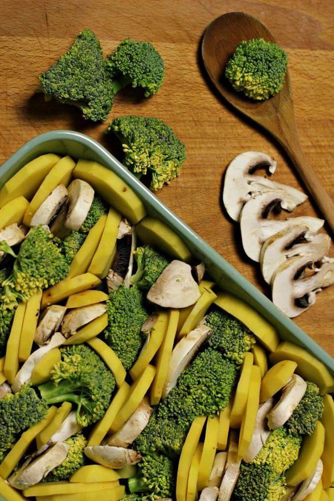 schmackhafter Brokkolie Kartoffel Auflauf Zutaten