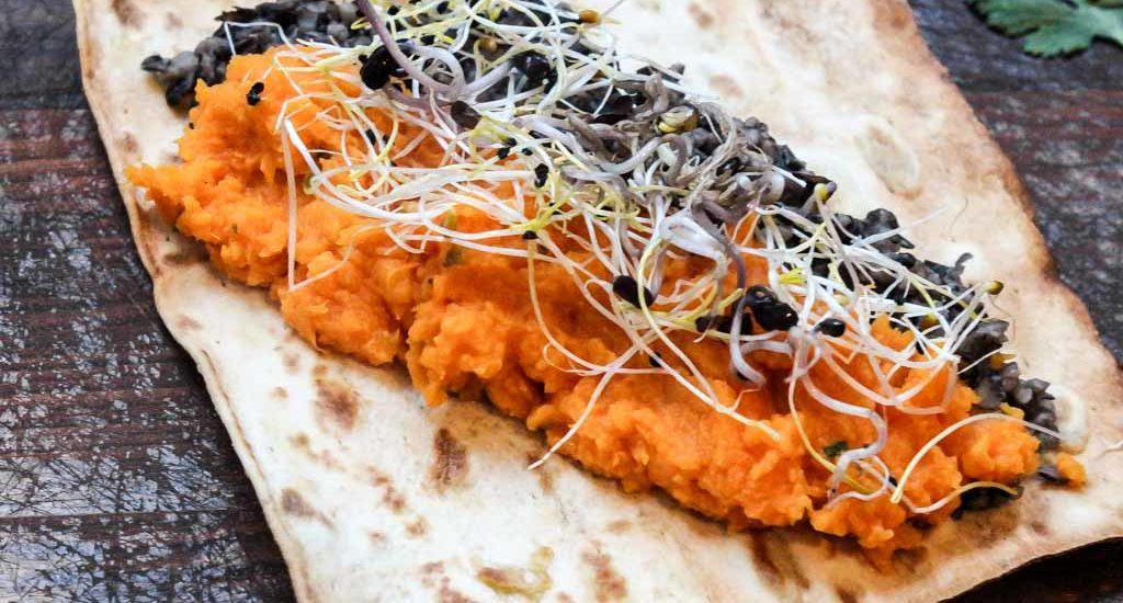Koriander Süßkartoffeln mit schwarzen Bohnen im Wrap