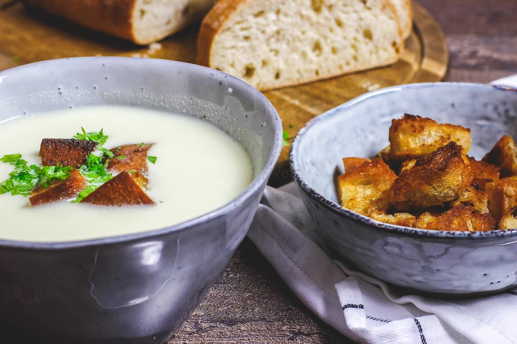 Apfel Sellerie Suppe mit Croutons